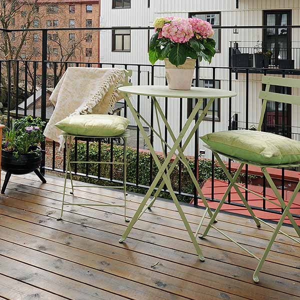 Spring home updates united states of chic for Patio furniture for narrow balcony