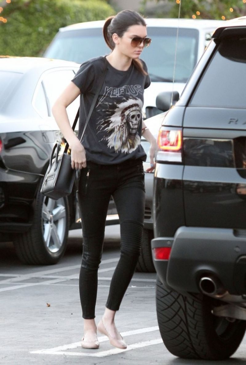kendall-jenner-street-style-candids-from-west-hollywood-january-2014_2